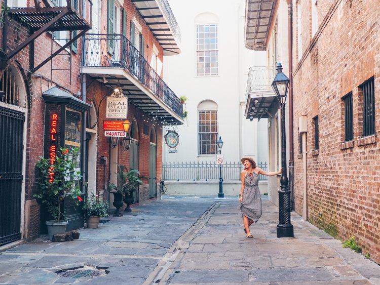 Pirate Alley, New Orleans - How to Take Amazing Photos of Yourself when Traveling Solo